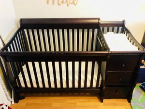 4-1 convertible crib and changing table for Sale in Los Angeles, CA