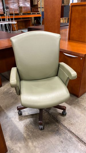 Glove soft leather executive chair for Sale in Orlando, FL