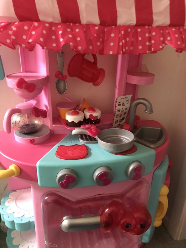 Hello kitty kitchen with accessories