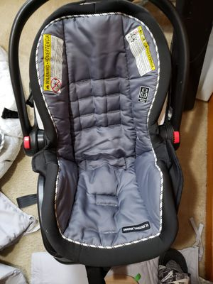 Graco car seat Snuglock 35 for Sale in Parma, OH