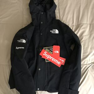 Supreme/The North Face Parka (sz medium) for Sale in Anaheim, CA