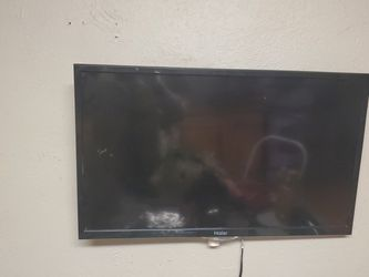 Haier 32 Inch Flat Screen for Sale in Denver,  CO