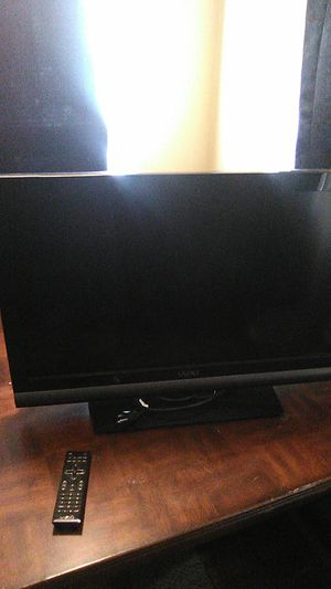 32 inch Vizio with remote for Sale in Frankfort, KY