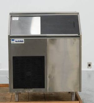 Mile high ice o matic ice machine for Sale in New Bedford, MA