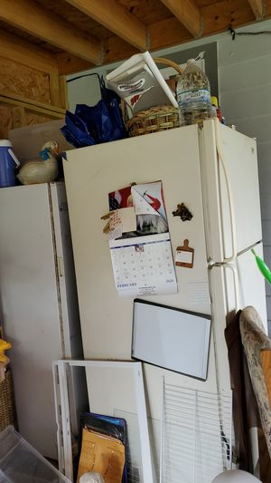 Estate by whirlpool Frigerator and a upright freezer for Sale in Refugio, TX