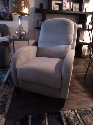 Recliner chair for Sale in Melbourne, FL