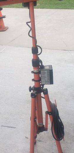 Tripod Exterior Work Light With Outlet Plug for Sale in Auburndale,  FL
