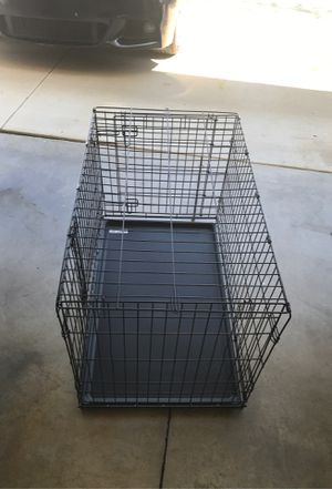 """New World Dog Crate 36""""L x 22""""W z 24"""" H with Pan for Sale in Diamond Bar, CA"""