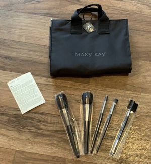 Makeup brush set and cosmetic bag for Sale in Clinton Township, MI