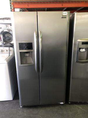 Frigidaire Stainless steel fridge for Sale in Las Vegas, NV