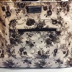 """Bella Russo Black & White Large Tote Bag Reversible Flowers Polka Dots 15"""" x 5"""" x 13"""" NEW IN BOX- for Sale in Northfield, OH"""