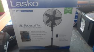Lasko 18in pedestal fan w. remote controlled oscillation for Sale in Miami, FL