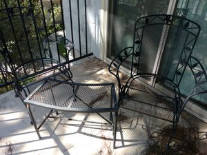 Patio furniture - chairs and table for Sale in San Diego, CA