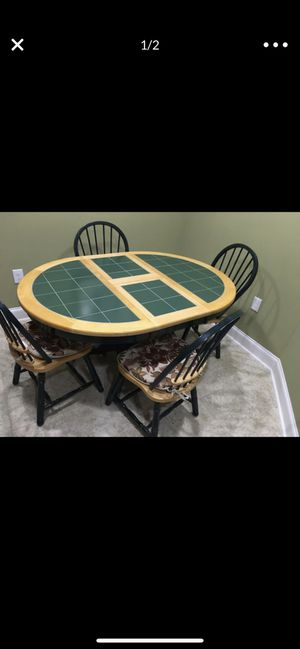 Breakfast table with four chairs, very good condition no damage. for Sale in Duluth, GA