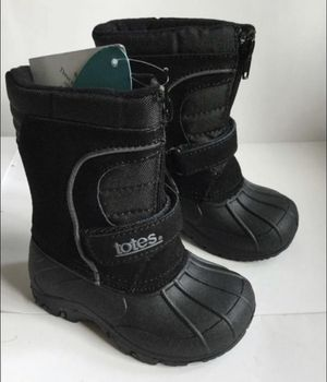 Kids rain or snow boots size 9 for Sale in Bellflower, CA