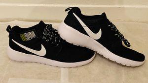 Nike Women's Tajun Tennis Shoes sz 8 (Black & White) for Sale in Carrollton, TX