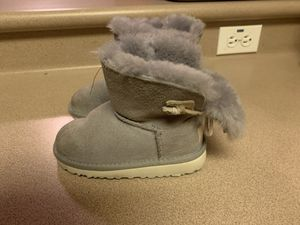 PreOwned UGG Adoria Tehuano Toddler Boots 9 for Sale in Mililani, HI
