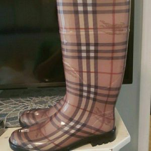 Burberry Rain Boots 7.5 Never Worn for Sale in Garner, NC