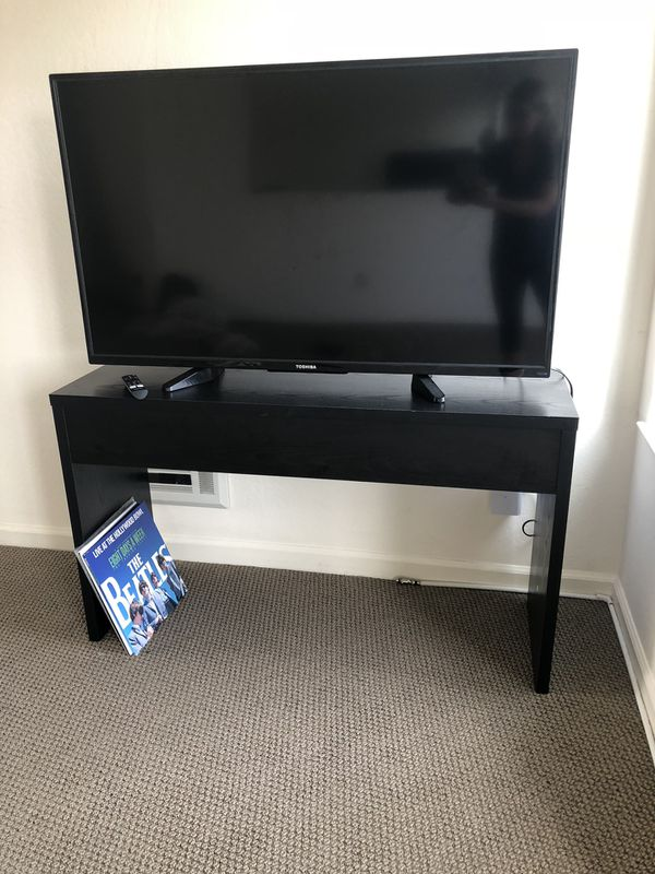 LIKE NEW - perfect condition. BLACK WOOD ENTRY/CONSOLE TABLE!