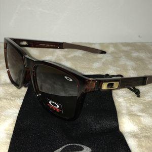Oakley Brown Sunglasses for Sale in Burke, VA