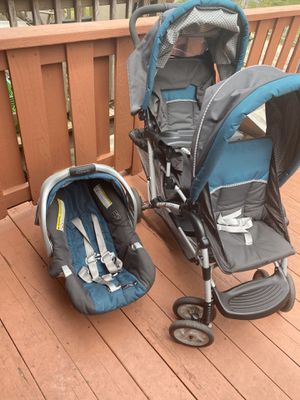 Graco car seat and double stroller. for Sale in Lutherville-Timonium, MD