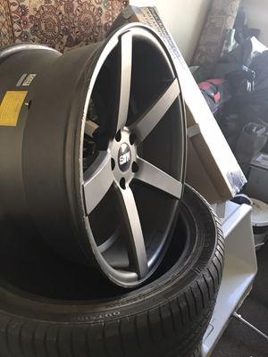 Rims 20 inch for a camaro 5 lugs 700 with tires good condition rines 20 pulgadas son de un camaro los de atras son mas anchos son especiales para ca for Sale in Dallas, TX