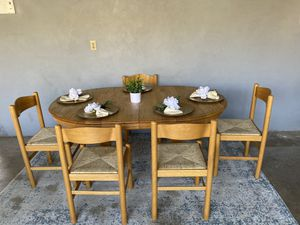 Super cute dining table with 5 chairs in good condition! for Sale in Bakersfield, CA