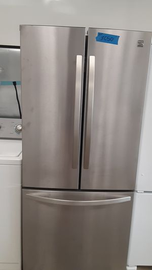 Refrigerator Kenmore excellent conditions 4months of warranty for Sale in Bowie, MD