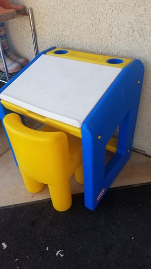 Little Tikes kids desk and chair for Sale in Chandler, AZ