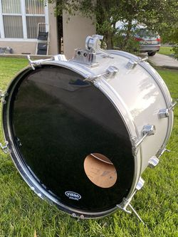 """Cb700 White Bass Drum (22"""") for Sale in Los Angeles,  CA"""