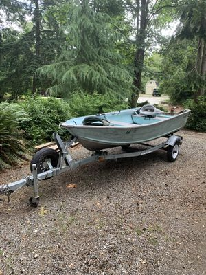 12ft SmokerCraft Aluminum Boat w/trailer for Sale in Covington, WA
