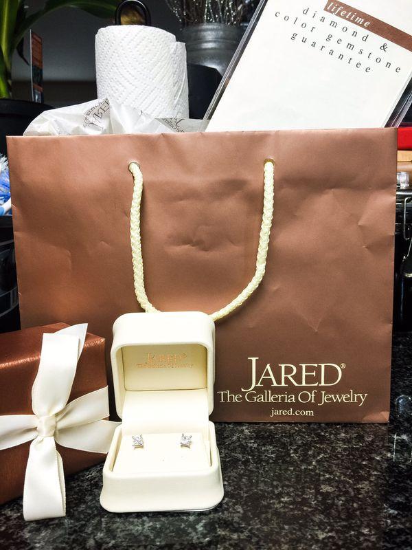 14K White Gold 1 Carat t.w. Diamond Solitaire Earrings