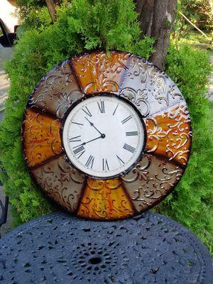 METAL MEDIUM SIZE WALL DECOR CLOCK for Sale in Pasadena, TX