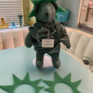 """The Biggest Beanie Baby Ever! 20"""" Statue Of Liberty Bear With Vintage Protective Case for Sale in Rancho Cucamonga, CA"""