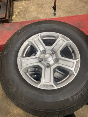 Jeep wheels 17' 5x127 2457517 Michelin for Sale in Chicago, IL