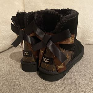 Ugg Black Booties Size 8.5 for Sale in Burnsville, MN