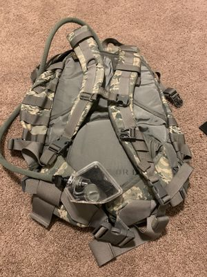 Camo backpack with camel pack brand new for Sale in Joint Base Pearl Harbor-Hickam, HI