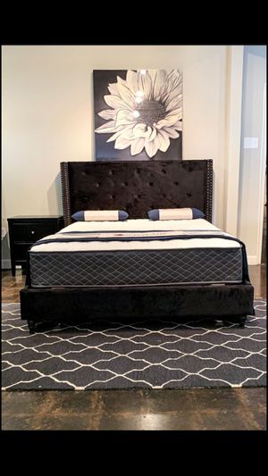 King black velvet studded bed with mattress and free delivery for Sale in Mesquite, TX