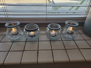 4 GLASS CANDLE HOLDER WITH LIGHT UP CANDLES $25.00 for Sale in Fontana, CA
