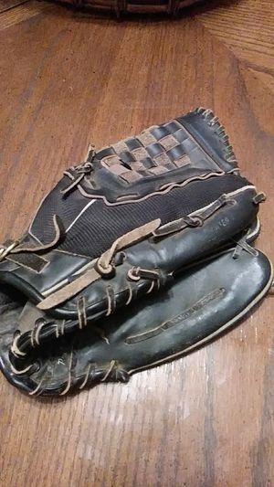 Baseball glove for Sale in Langhorne, PA