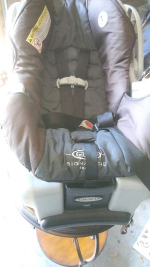 Graco signatures infant car seat/booster for Sale in Miami, FL