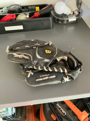 Kids Wilson left handed fielders Mitt great condition for Sale in Mount Prospect, IL