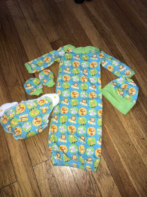 Newborn cloth diaper and gown set for Sale in Cleveland, OH