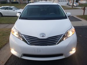 2014 Toyota sienna xle for Sale in Des Plaines, IL
