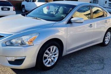 2013 Nissan Altima for Sale in Riverside,  CA
