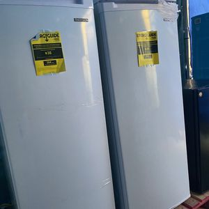 Thomas upright freezer for Sale in San Bernardino, CA