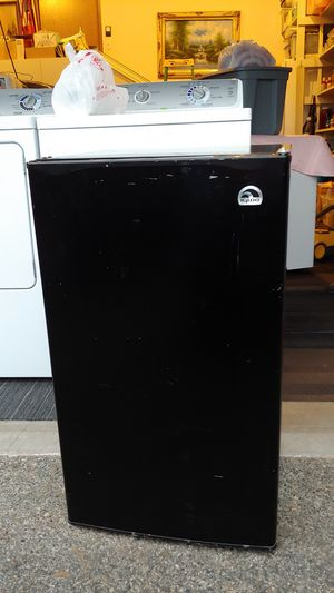 General Electric mini fridge for Sale in Auburn, WA