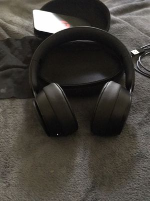 Beats ( Solo Pro ) for Sale in Los Angeles, CA