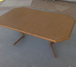 Dining Room Table w/ Leaf 6FT for Sale in Chandler, AZ