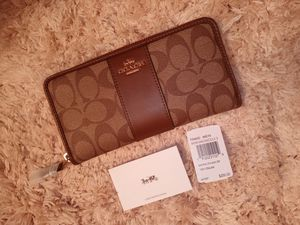 NWT Signature Coach Accordion Wallet!!!!! for Sale in Walton Hills, OH
